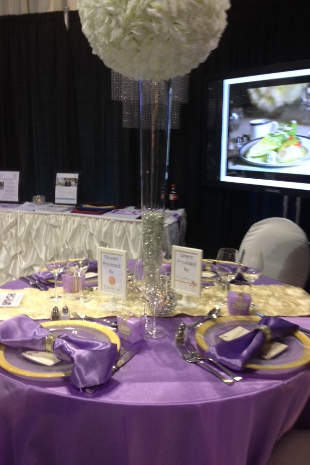 Beautiful place settings- purple and white table set up | Wedding ...