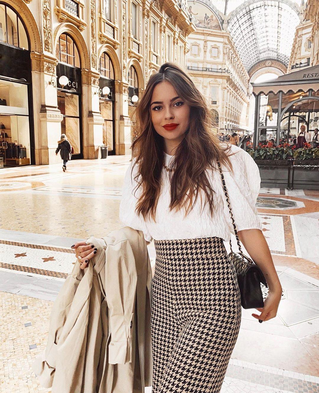 """Photo of 𝑱𝒐𝒅𝒊𝒆 𝒍𝒂 𝒑𝒆𝒕𝒊𝒕𝒆 𝒇𝒓𝒆𝒏𝒄𝒉𝒊𝒆 on Instagram: """"Milano ti amo 🌹 débat, vous préférez : Milan ou Rome ? 🙈 merci @armanibeauty pour ce séjour de folie ✨ #ArmaniBeauty #LuminousSilk…"""""""