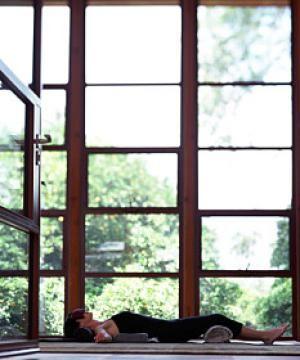Diez posturas de yoga para principiantes: Savasana