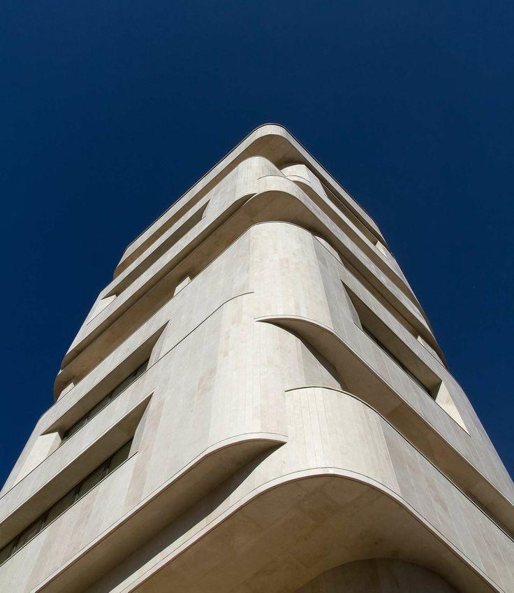 (via Niayesh Office Building on Architizer)