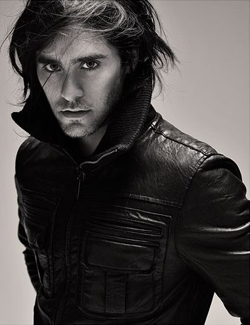 I absolutely LOVE Jared Leto. Like if he asked me to marry him tomorrow, I would say yes without hesitation!! I mean is he not THEE most gorgeous man ever?! I think he is my only one celeb obsession lol. <3 him.
