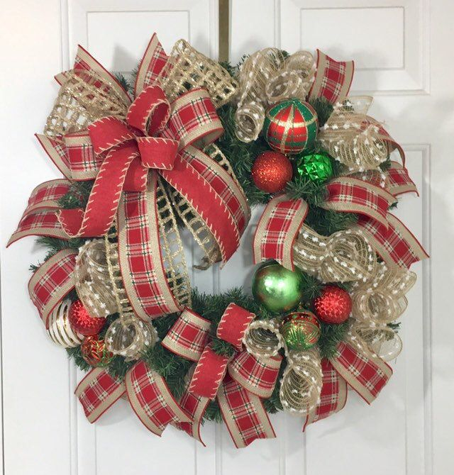 Photo of Weihnachtskranz für Haustür, rustikaler Deko-Netz-Weihnachtskranz, roter und grüner Weihnachtskranz, Bauernkranz für Weihnachten