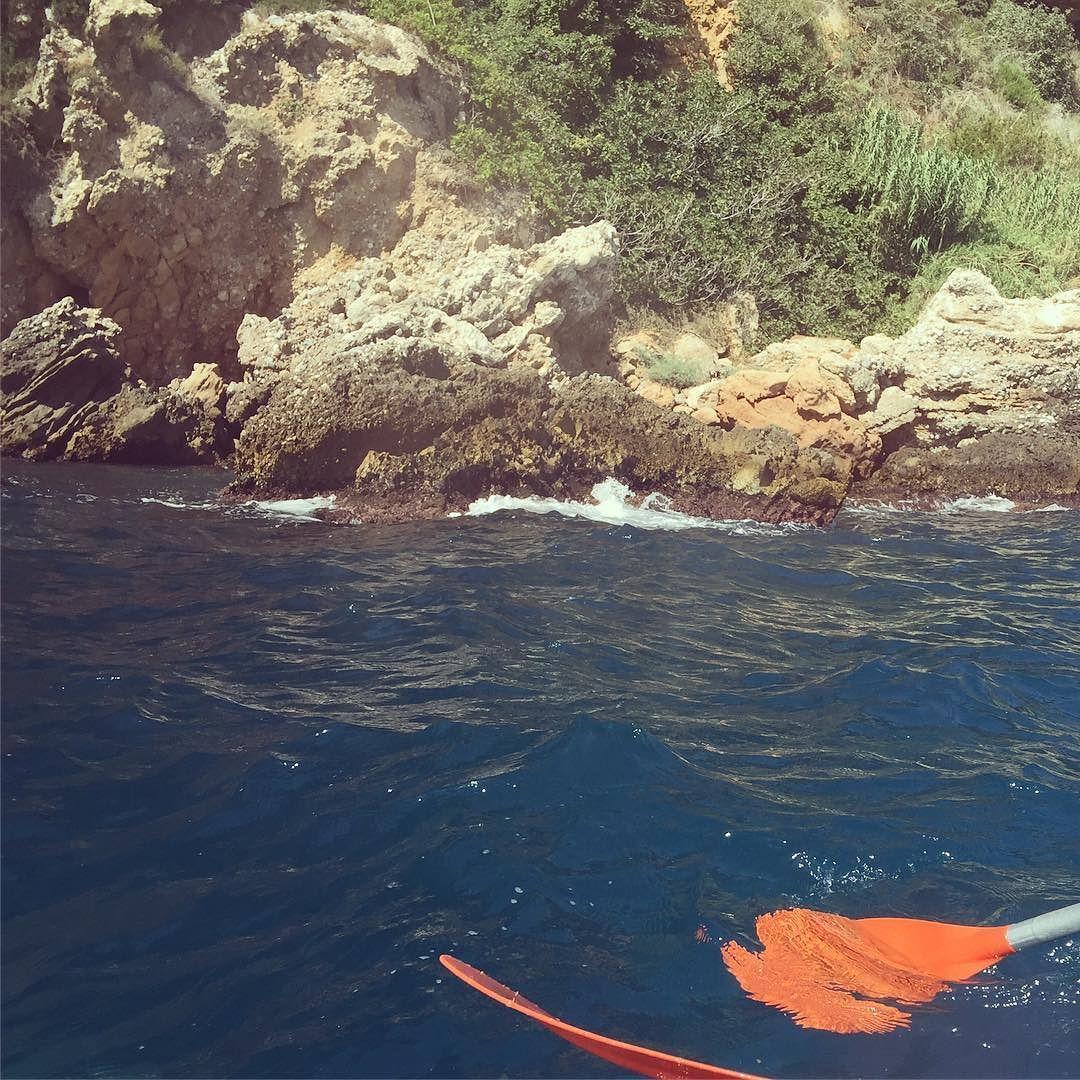 Me encantan los paseos en kayak en las playas de #nerja !!