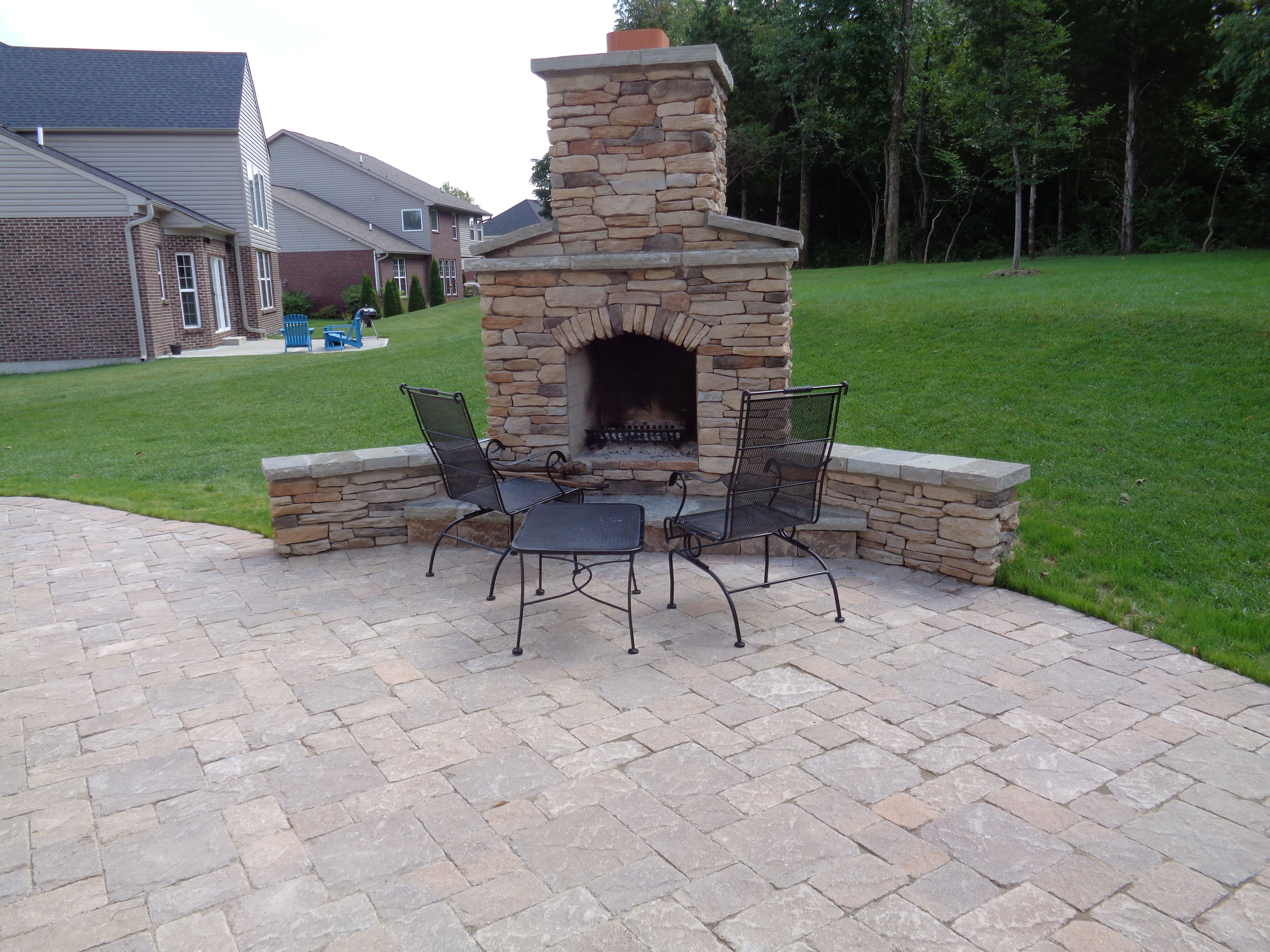 Pin On Fireplaces Fire Pits Sitting Walls Retaining Walls 400 x 300