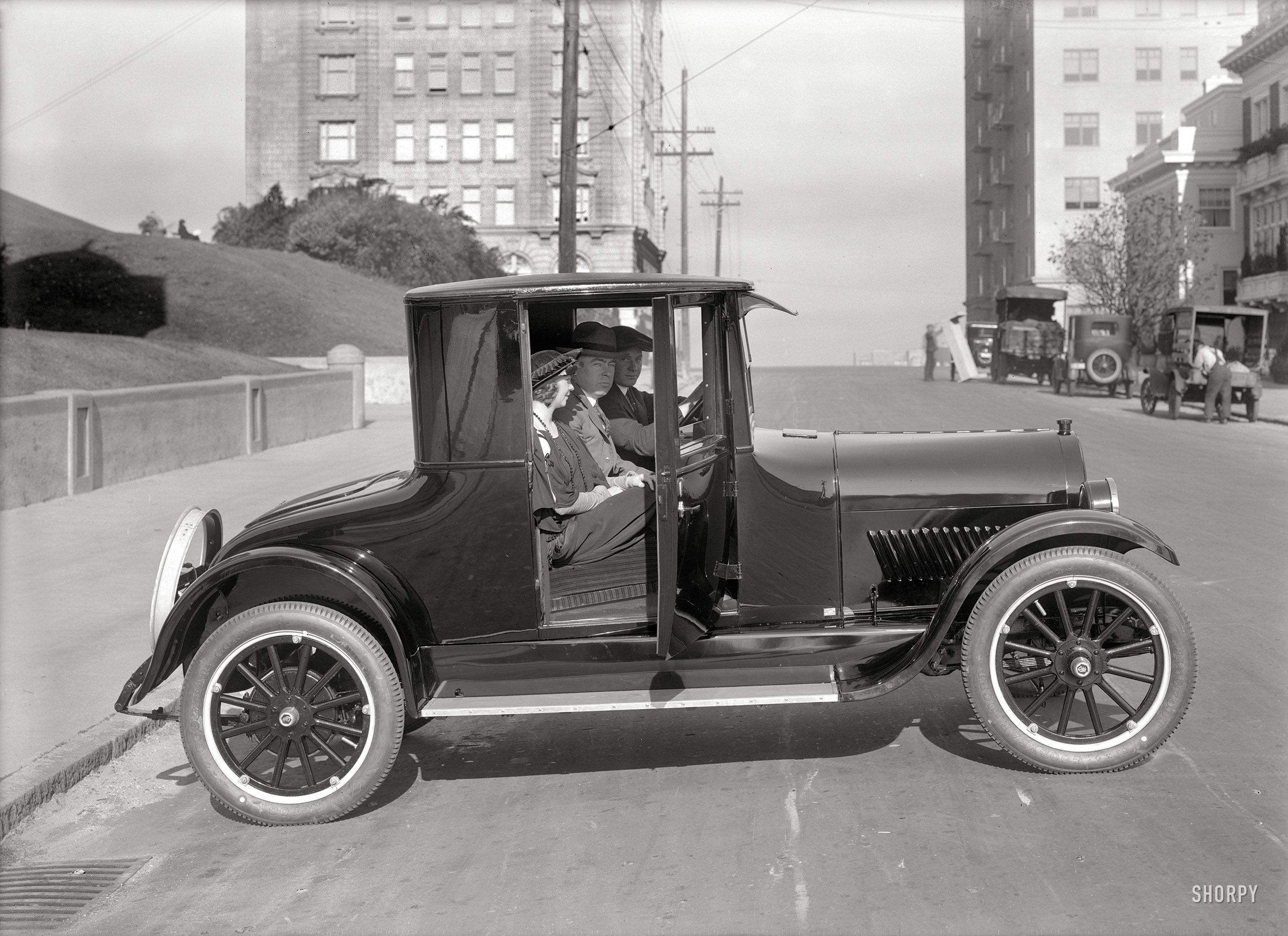 c. 1920) Oldsmobile coupe on Gough Street at Lafayette Park - San ...