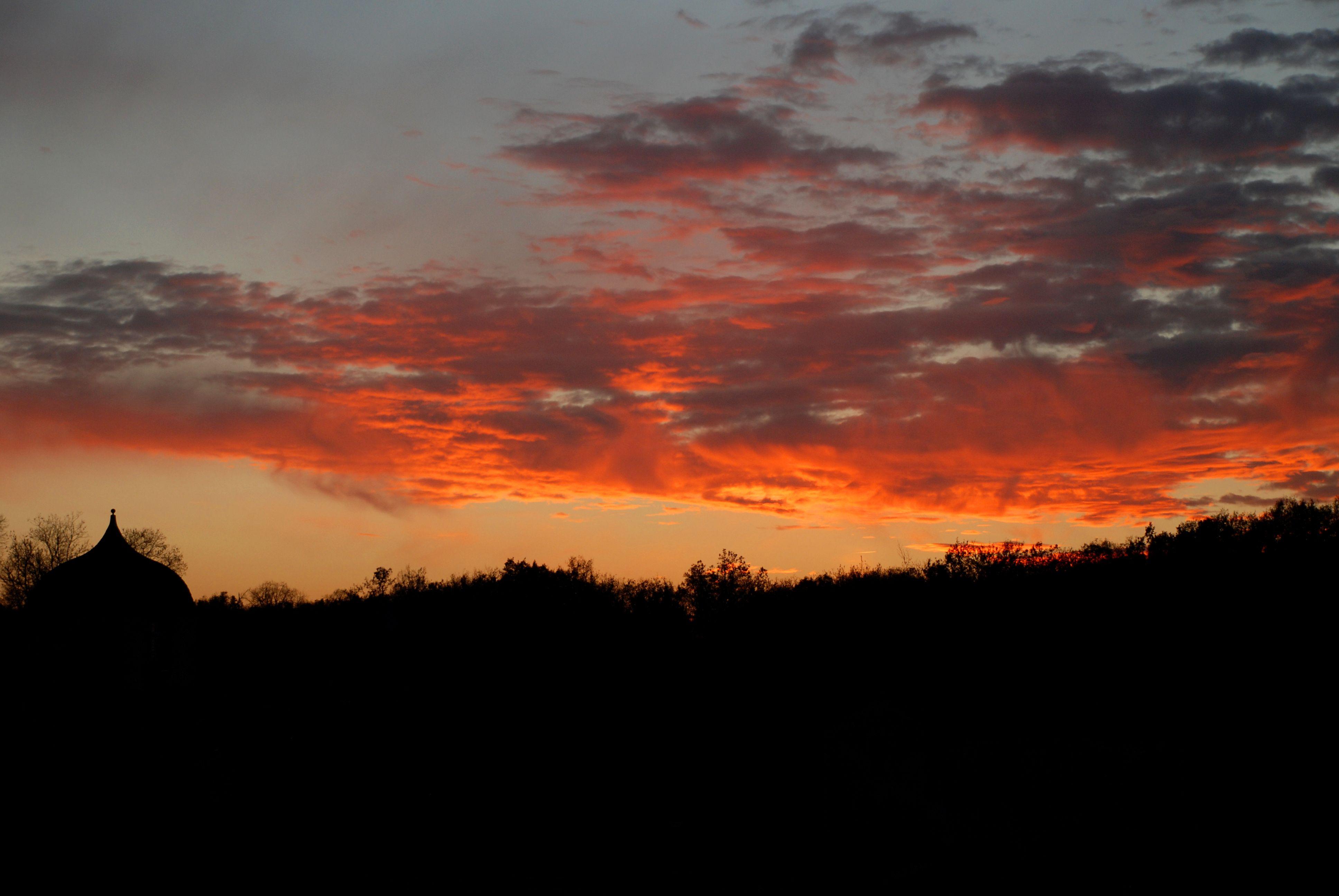 #chateaudelarochecourbon #larochecourbon #chateau #castle #charentemaritime #igerscharentemaritime #sunset #saintonge