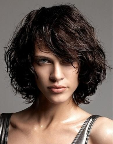 Каре стрижка на волнистые волосы