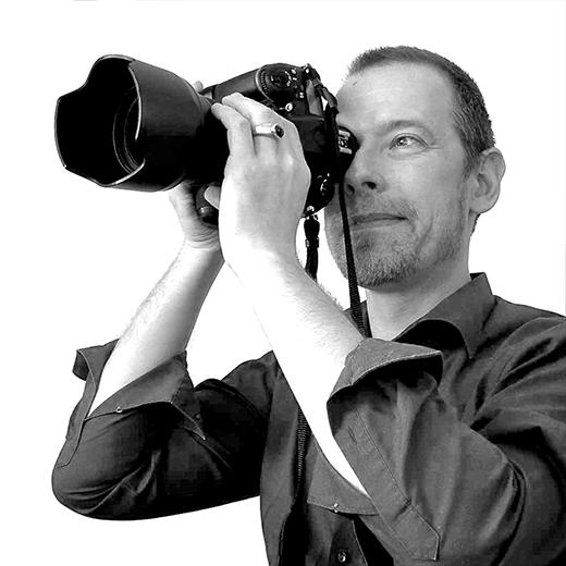 Introductie - Fotografie is mijn kunst waarmee ik desgewenst emotie, schoonheid, duisternis, leegte maar ook evenementen van feest of bruiloft tot kick off of concert vastleg voor marketingdoeleinden, om mee te pochen, van te genieten of wat je er als opdrachtgever anders mee wilt doen.Mail of bel voor info... - introductie, kennismaking -  http://see.captusimago.com/introductie/
