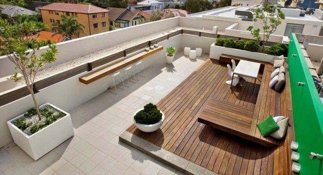 Moderne Dachterrasse Bietet Mehrere Unterhaltungsmöglichkeiten An