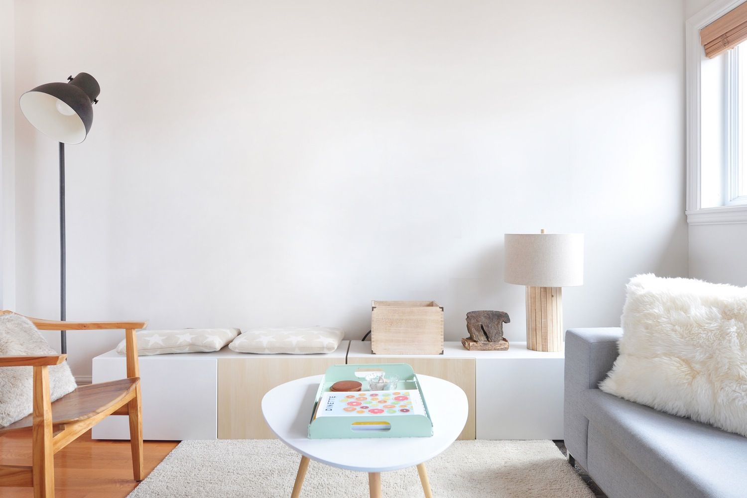 5 Gifs That Might Help You Figure Out What To Do With That Blank Wall Wall Paint Colors Wall Color Creative Home Decor Minimalist room colors gif
