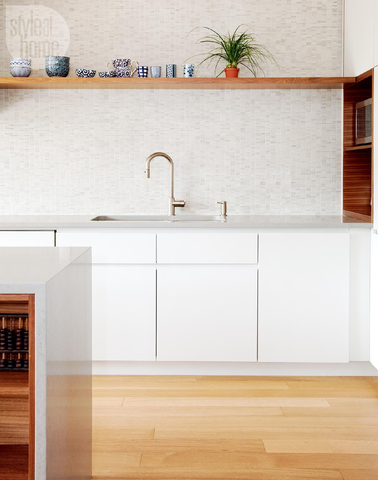 Kitchen design: Light grey countertops {PHOTO: Janis Nicolay}