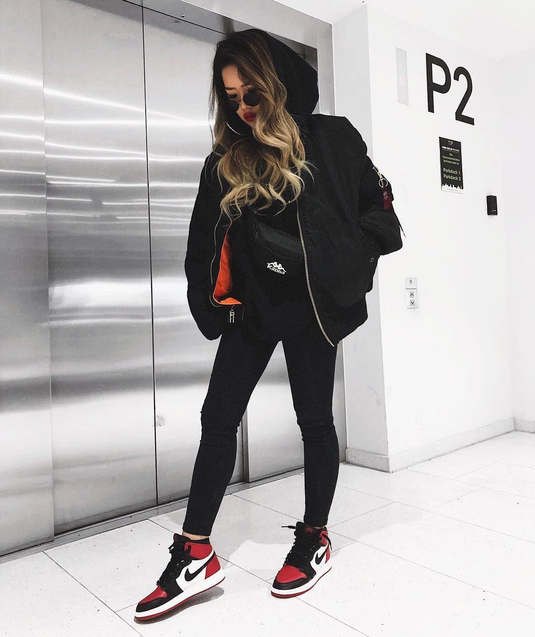 cooles streetwear outfit f r frauen all black look und dazu l ssige sneaker die nike air. Black Bedroom Furniture Sets. Home Design Ideas