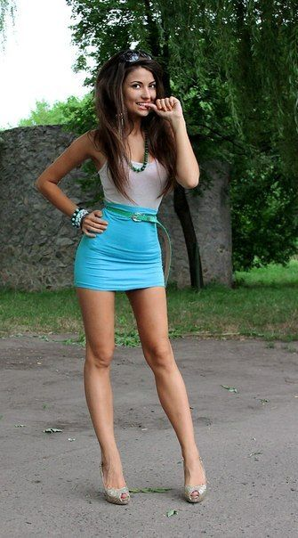 mini-skirt-high-heels-nude