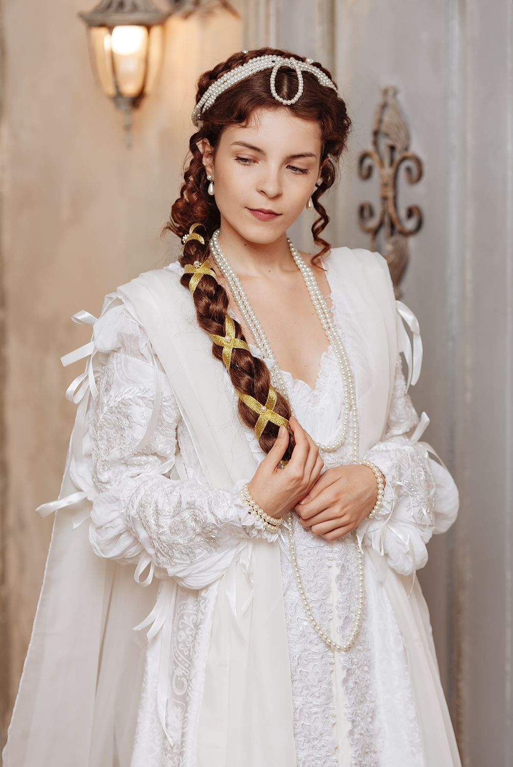 Renaissance white wedding dress, Ever After style woman