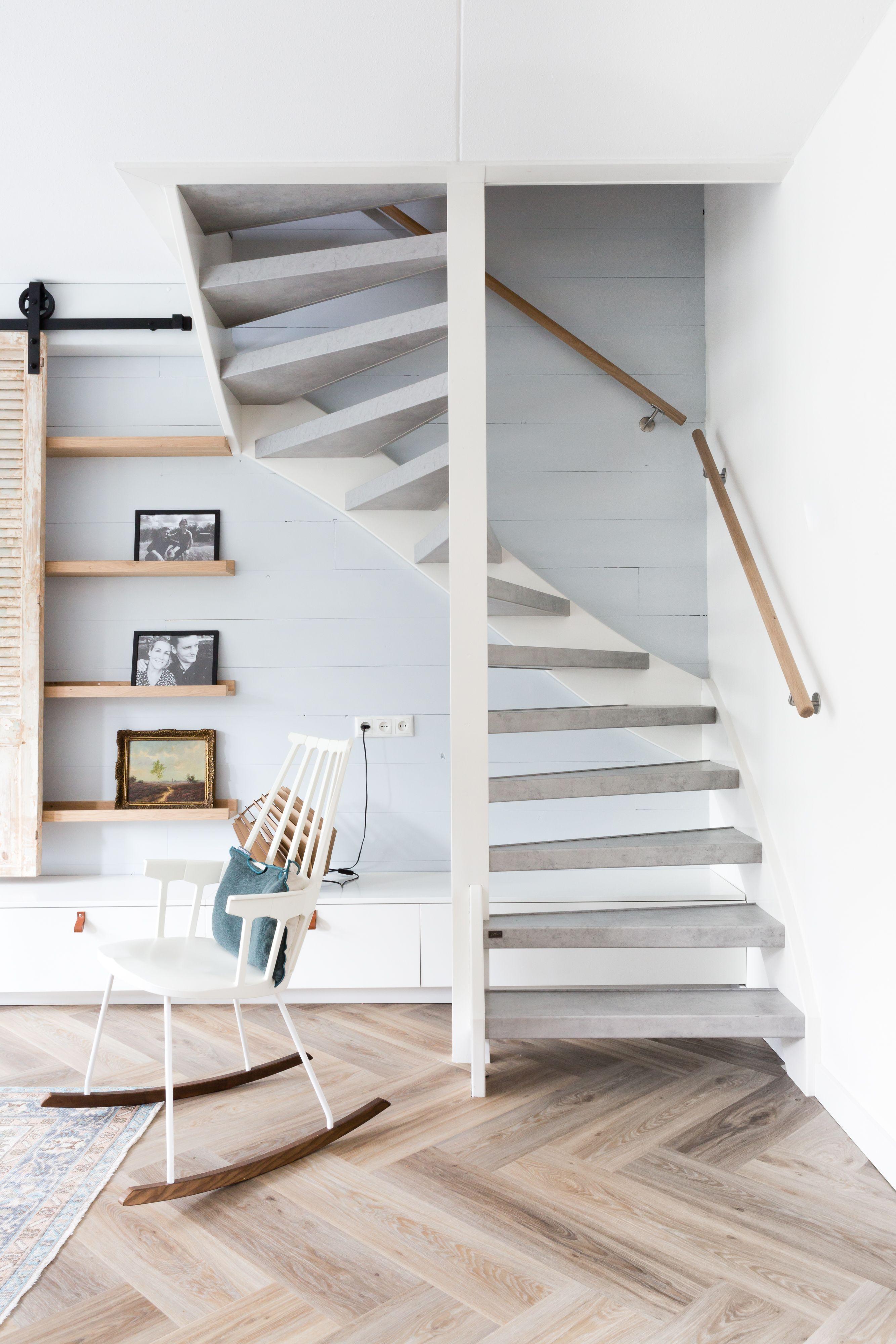 Extreem Een open trap dubbelzijdig bekleden? Decor: Cloudy Cement Leuning #XH88