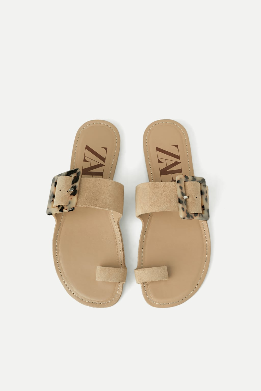 Skorzane Klapki Na Plaskiej Podeszwie Z Szylkretowa Sprzaczka Wyswietl Wszystko Buty Kobieta Zara Polska Leather Sandals Flat Leather Sandals Sandals