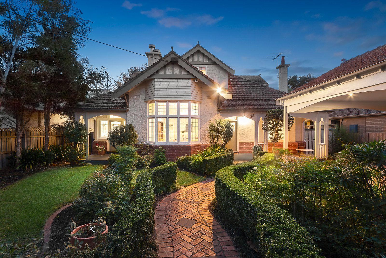 Sold 33 Mangarra Road Canterbury Vic 3126 On 13 Jun 2020 2016259931 Domain Selling House House Styles Solid Brick