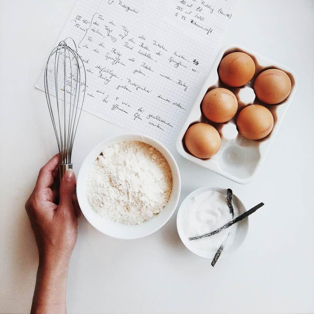http://ift.tt/2e76Pfh // SNEAKPEEK  Während ich gerade das Rezept für den morgigen Kuchen eintippe futtere ich die Reste vom selbigen  Ich sag's euch es lohnt sich auf jeden Fall morgen auf dem Blog vorbeizuschauen!   Was macht ihr Schönes? Seid ihr schon in Wochenend-Stimmung?  #alittlefashion #foodblogger_de #preview