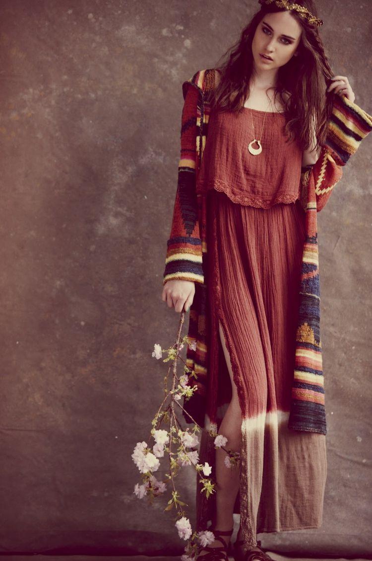 Outfit Im Boho Stil Kleid Blumen Tunika Haarkranz Kette Fashion