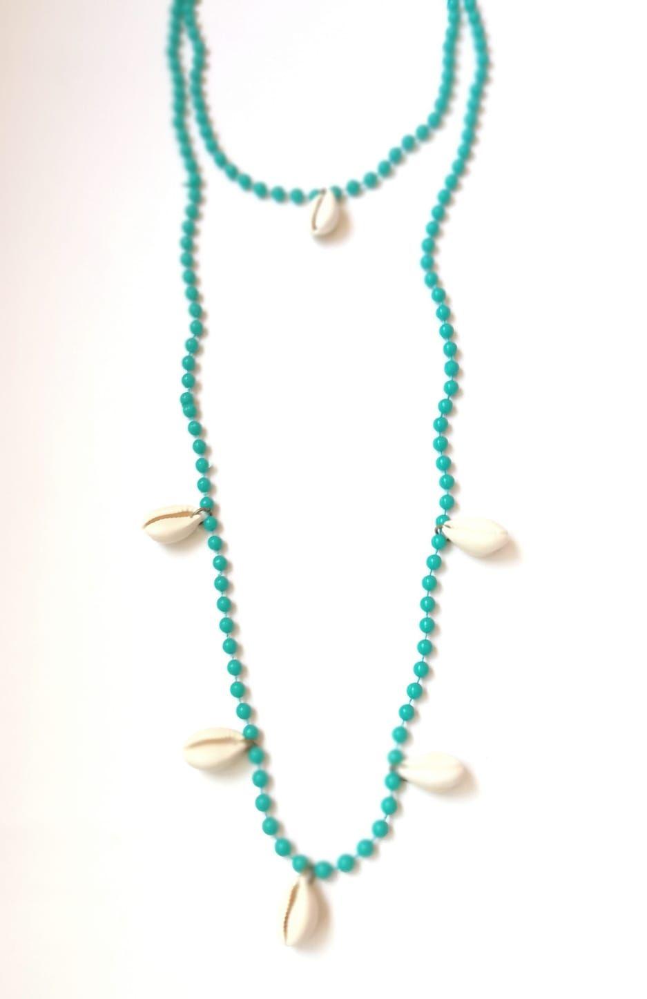 257d959952bb Collar doble vuelta largo color turquesa con conchas tendencia complementos
