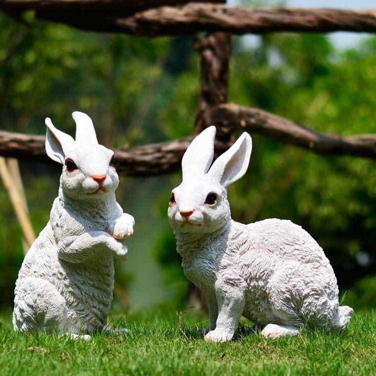 Садовые фигурки в виде двух кроликов
