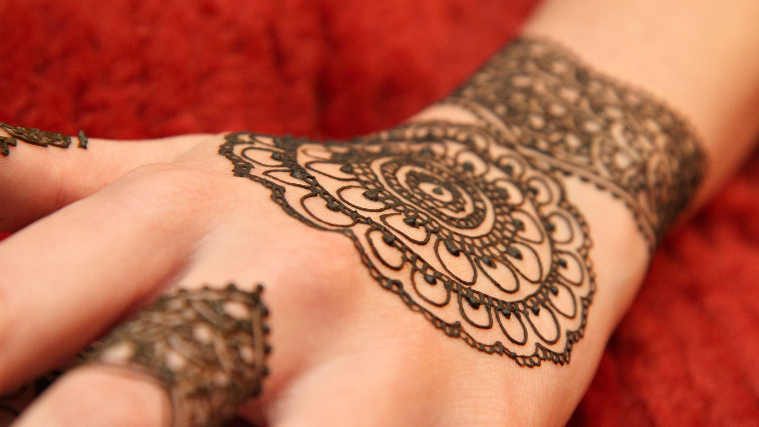 Download Floral henna tattoo wallpaper