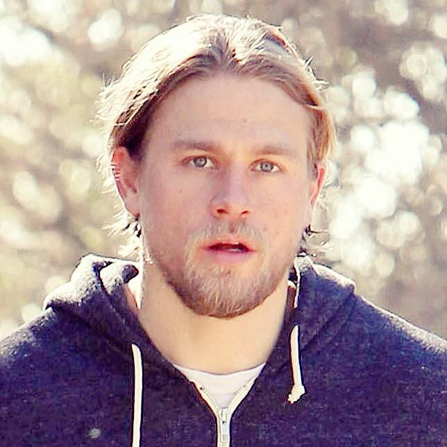 Let's end the night with some casual Charlie  #CharlieHunnam
