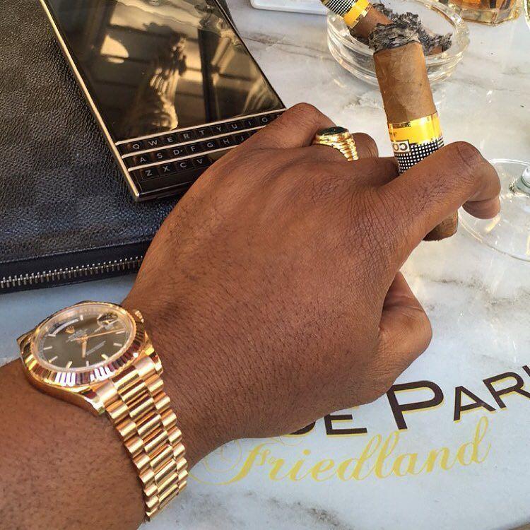 #inst10 #ReGram @lucsymphorien: Le Nogaret's  C o h i b a #havana #cuba #cigar #lifestyle #rolex #rolexrosegold #blackberry #louisvuitton #cigarworld #cigarporn #cigarboss #cigarsmoker #cigarsnob #cigaraficionado #lifeisgood #parisstreetstyle #lifeisbeautiful #cafedeparis #paris #BlackBerryClubs #BlackBerryPhotos