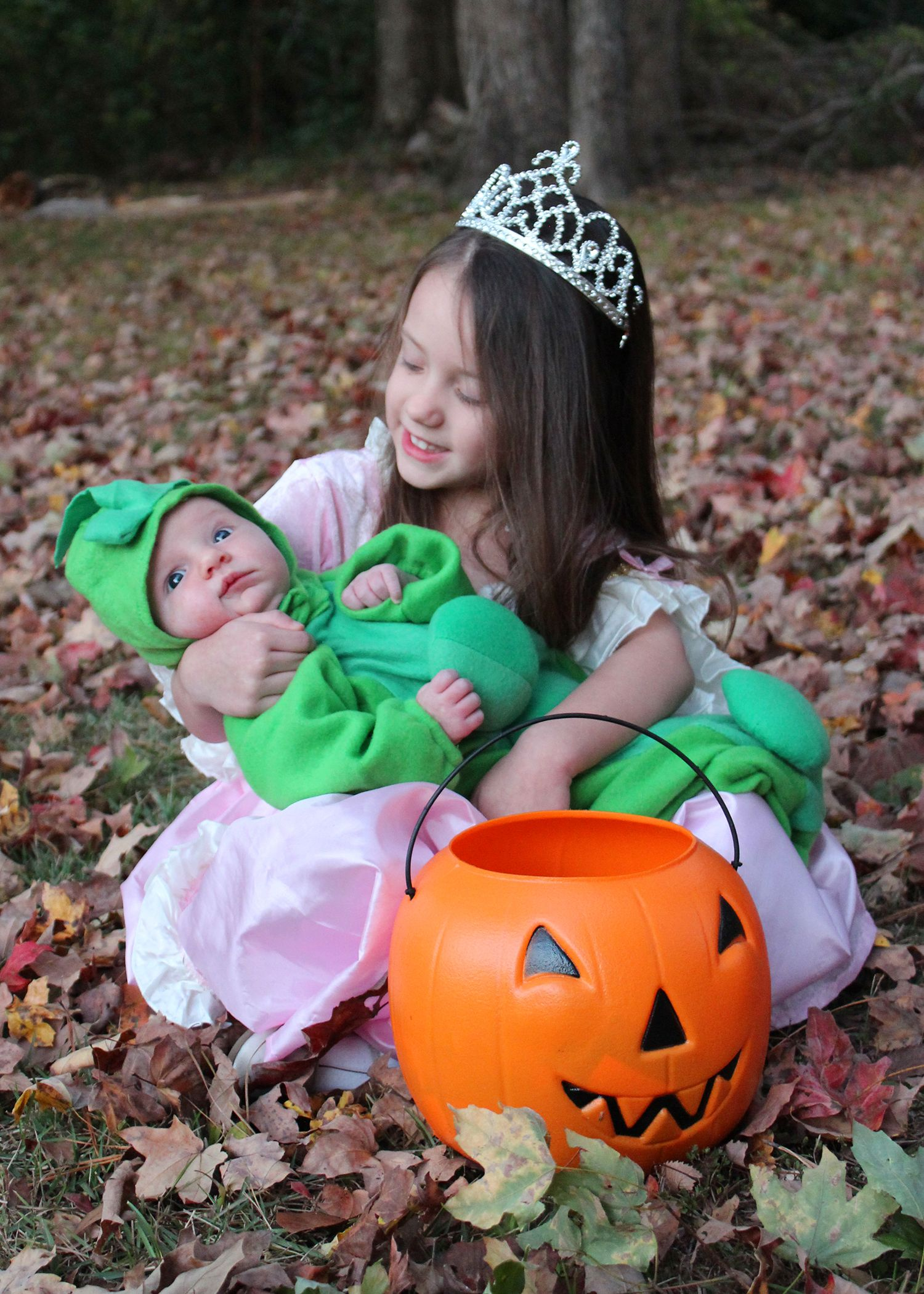 the princess and the pea sibling halloween costume ridiculous