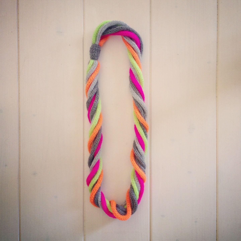 collana fluo crochet // tricot - fluo necklace : Collane di la-zia-inuccia