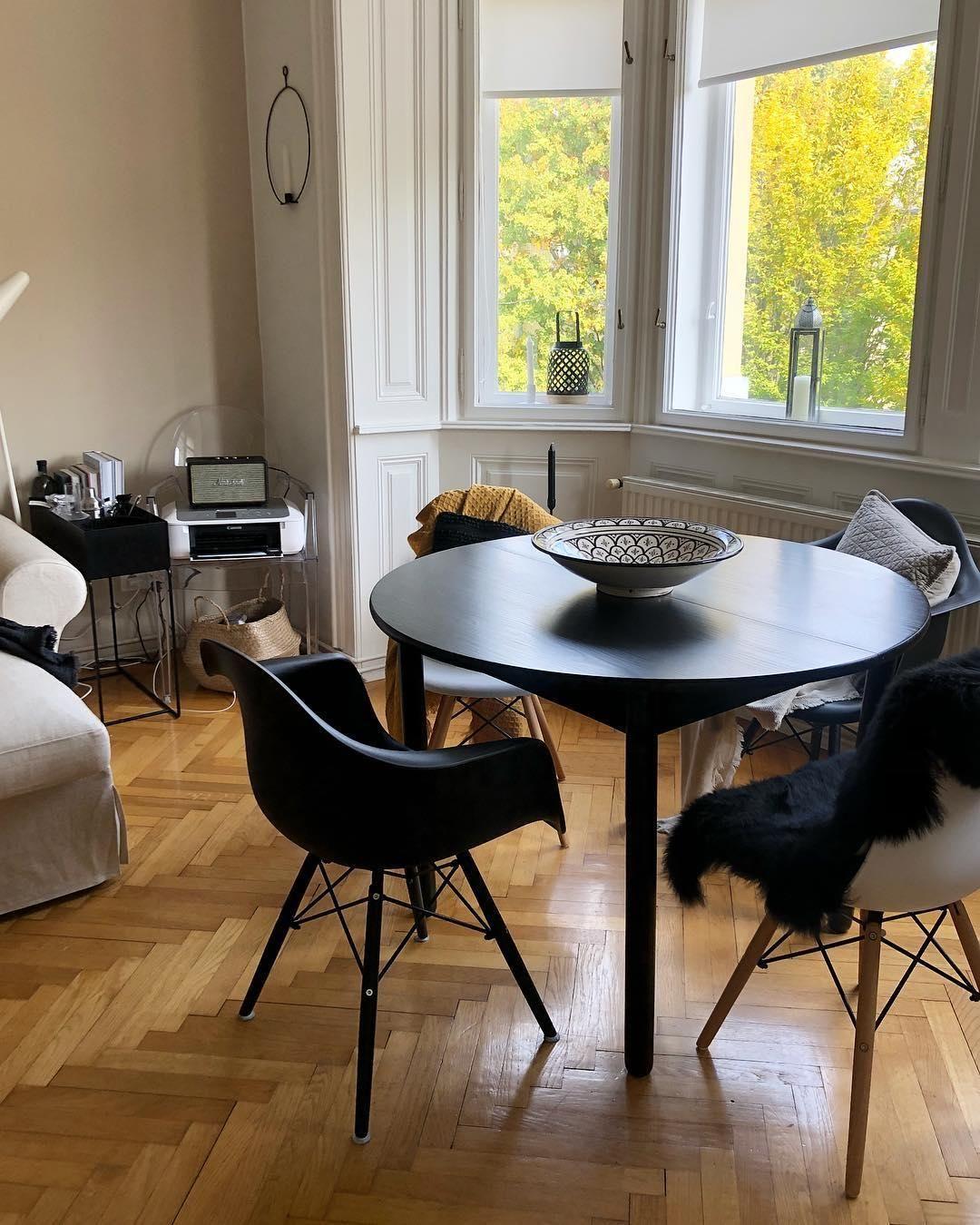 New Nordic Scandi Vibes Fur Die Kalten Tage Es Ist Eine Moderne Weiterentwicklung Des Beliebten Scandi Looks Verschieden Grosser Esstisch Esszimmer Esstisch