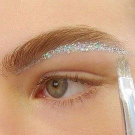 Fashion Week AW16 : The 20 Hottest Makeup Looks - The Makeup Blog For Makeup Artists   Mascara Wars