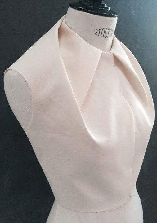 Esmod, Stylisme, Manipulation De Tissus, Vêtements Futuristes, Formation De  Mode, Chemisier, Couture Tricot, Pliage, Robe De Découpe