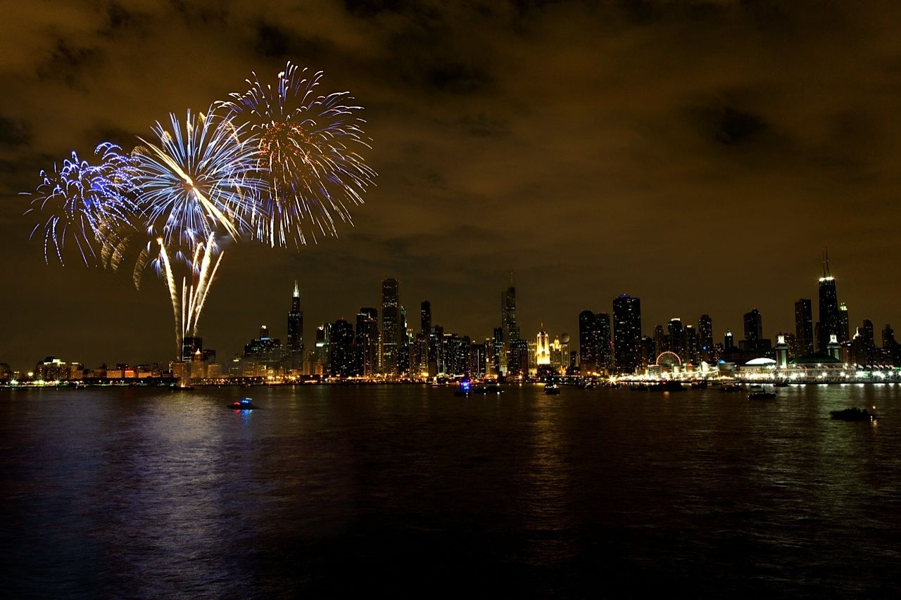 Aonfireworks Navypier Summer Chicago Things To Do Chicago Events New Years Eve Chicago