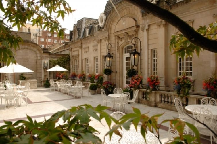 Outdoor Prom At London Courtyard Venues Student Government Ideas