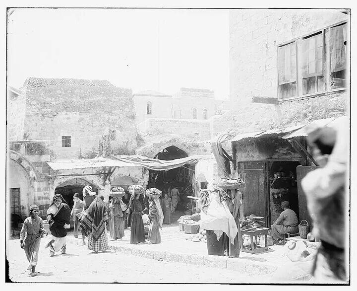 Bab A-lAmood , sooq Khan El-Zait,  Al Quds, Falasteen 1914