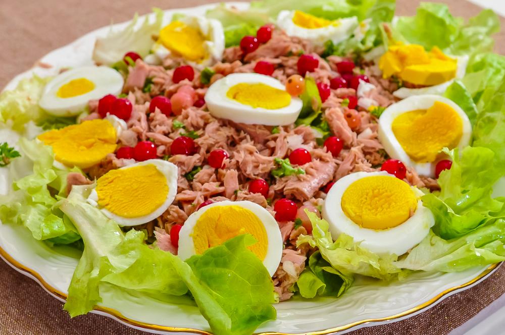 Salade De Thon Aux œufs Durs Et Aux Groseilles Recette Salade Thon Salade Recette Grecque