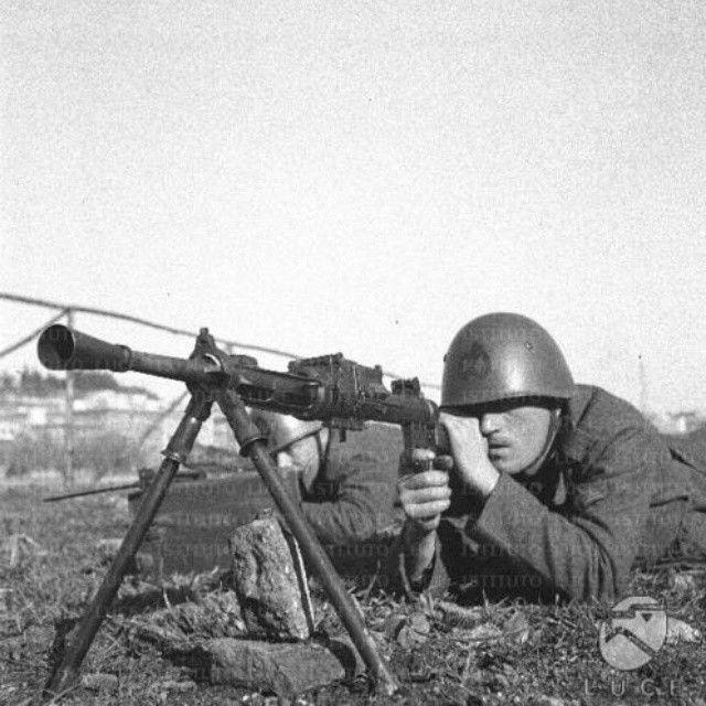 Black shirts firing with one Breda 30. Mitragliatore Breda mo ...