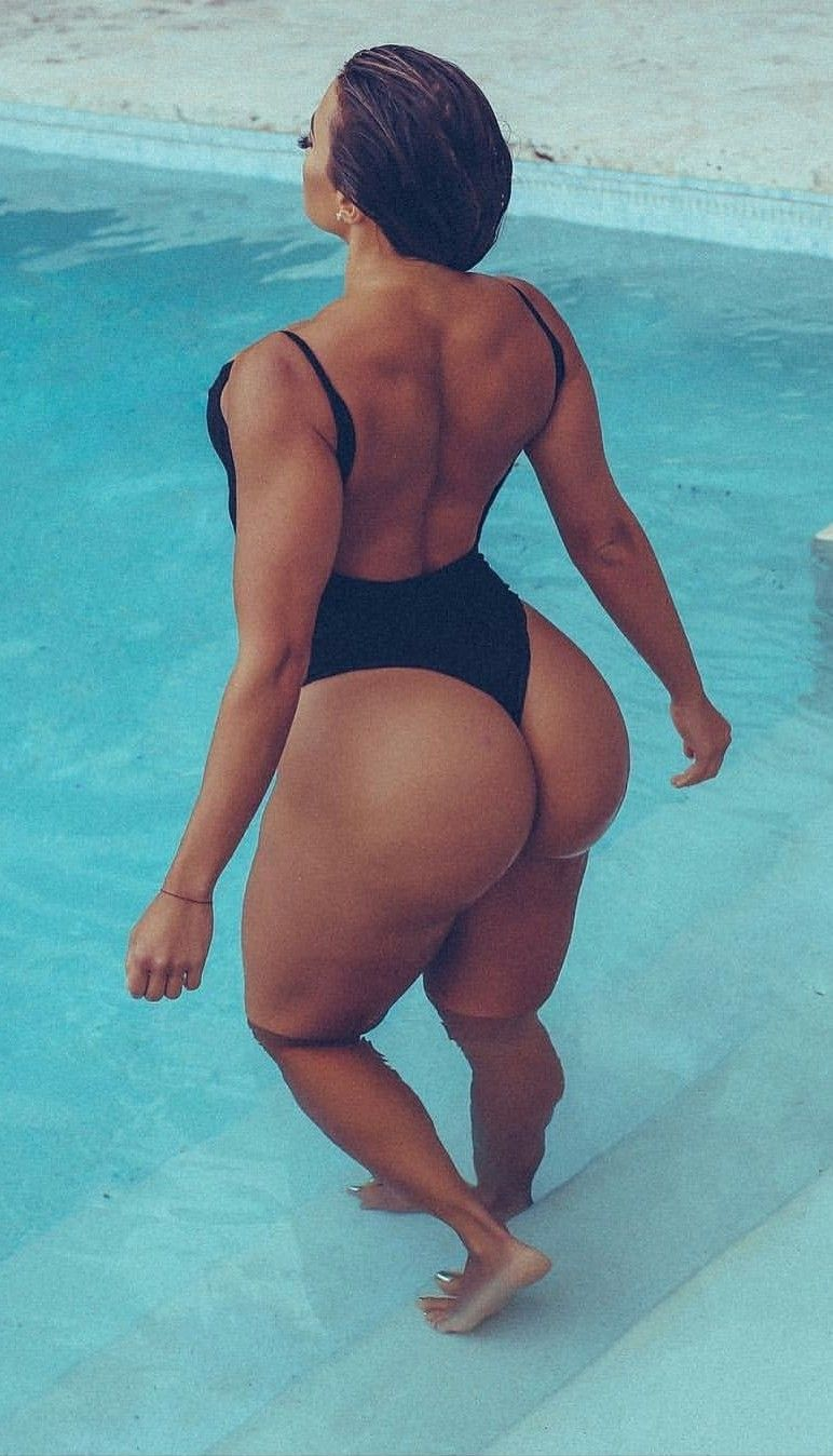 Latina ass bounce