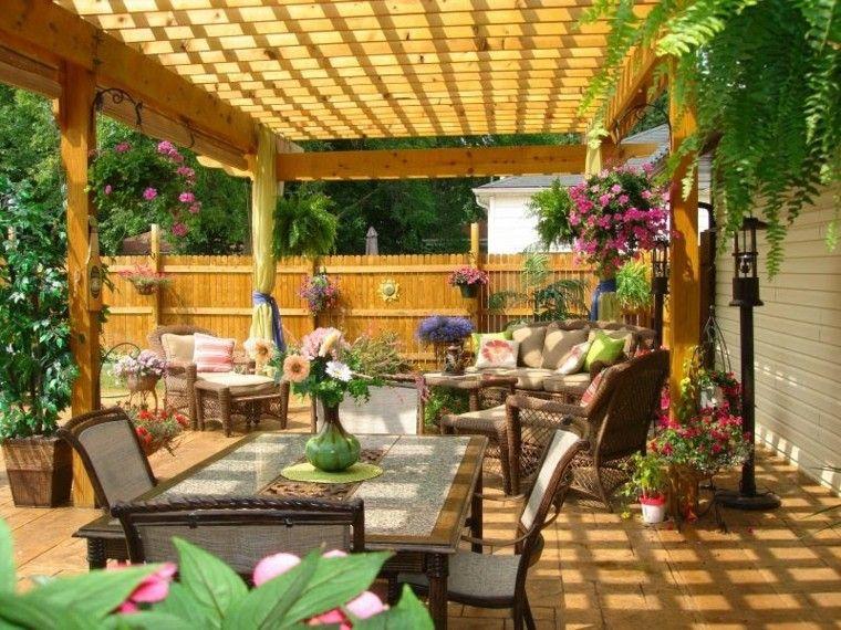 Pergolas jardin de madera una zona de recreo ideal for Modelos de patios y jardines
