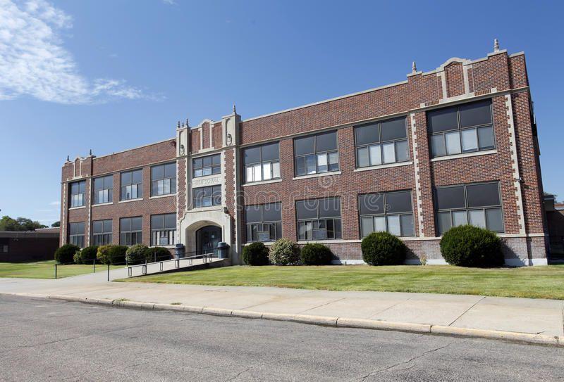 High School Facade Of Generic American High School Building On Bright Summer Da Spo American High School Elementary School Architecture School Architecture