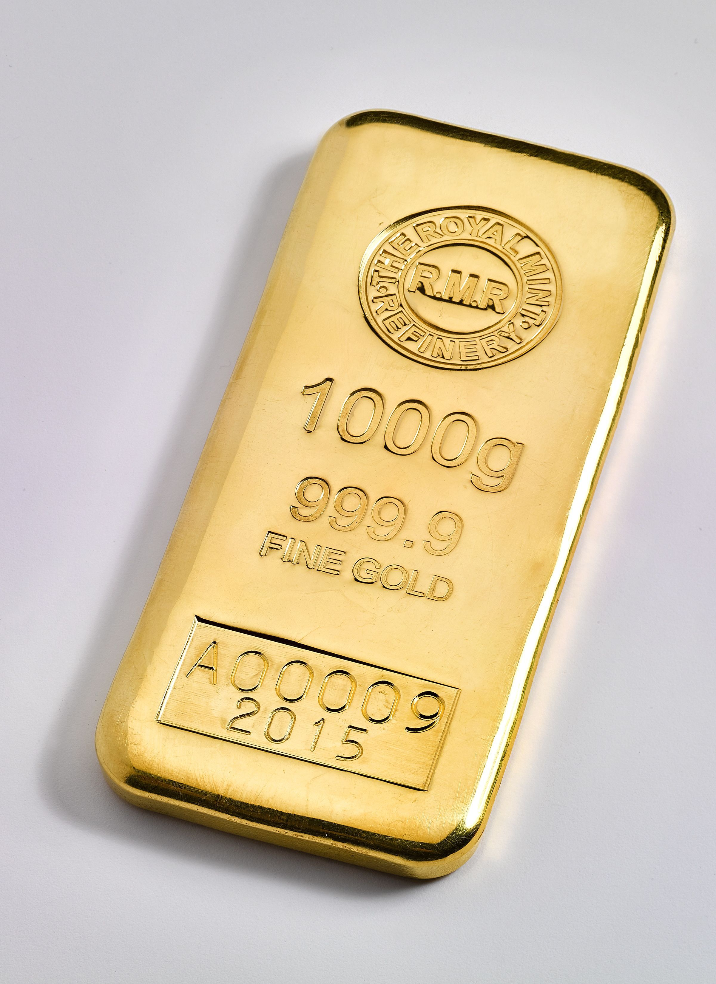 Cast Your Eyes On This The New 1kg Gold Cast Bar From Www Royalmintbullion Com Gold Bullion Bars Gold Bullion Coins Gold Bullion