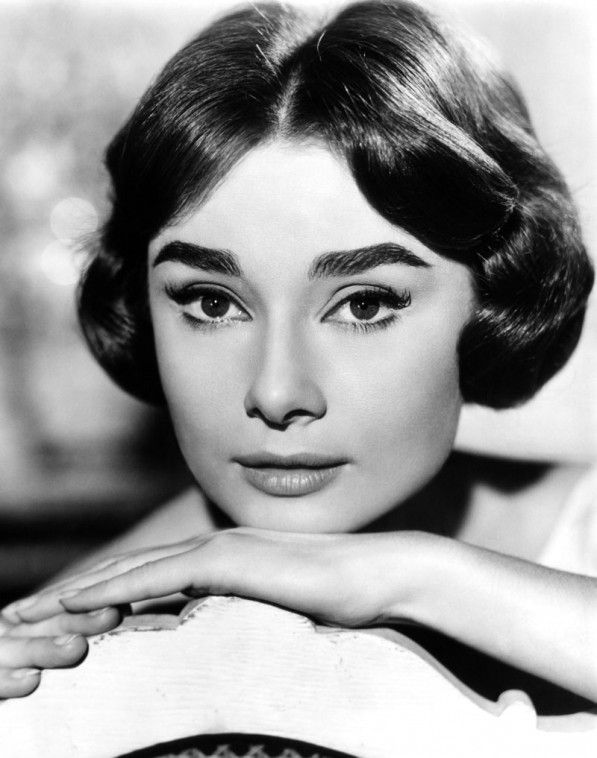 Audrey Hepburn Bob : audrey, hepburn, Audrey,, Helping, Audrey, Hepburn, Eyebrows,, Photos,, Makeup