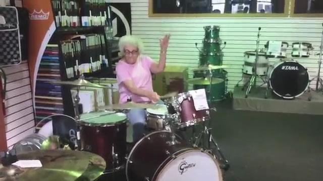Usa, la nonnina batterista: il rock non ha età - Repubblica Tv - la Repubblica.it