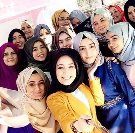 islamic dress, muslim scarf, muslim girls group with