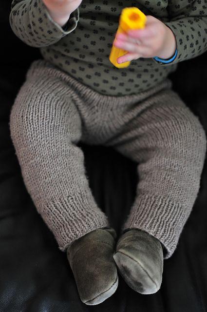 nicht ganz so oma-mäßige, gestrickte skinny Baby-Hose. | Tweeds ...