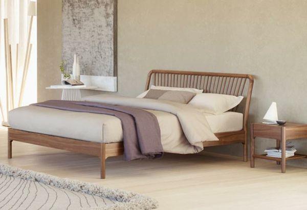 Nordisch Ausgestattetes Schlafzimmer In Beige Farbe Grosses Bild