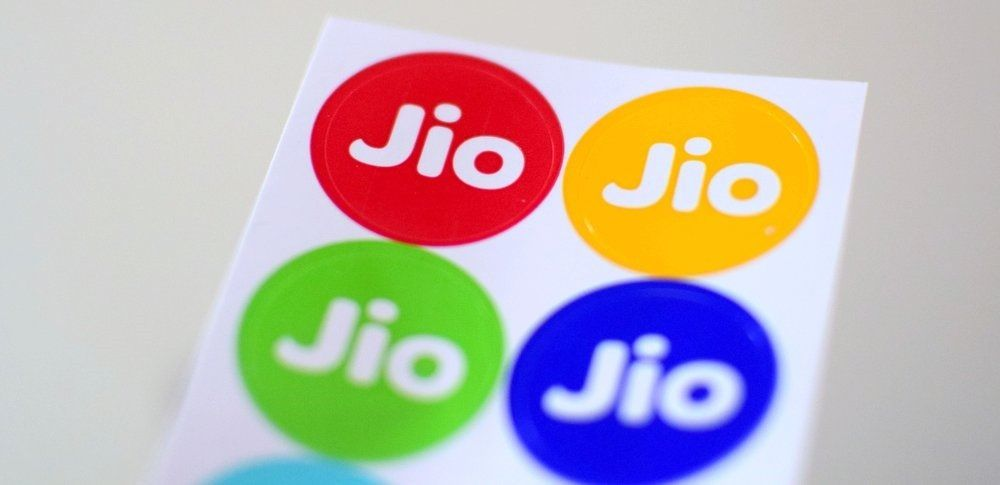 Photo of Jio Strongly Objects To Airtel's Ads, Terms Their Offers As Misleading; May Soon Buy Chinese 4G VoLTE Feature Phones In Bulk