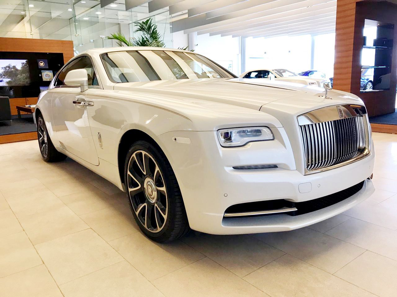 Rolls Royce Wraith Insurance >> Drive The Rolls Royce Wraith In Dubai For Only Aed 3400 Day