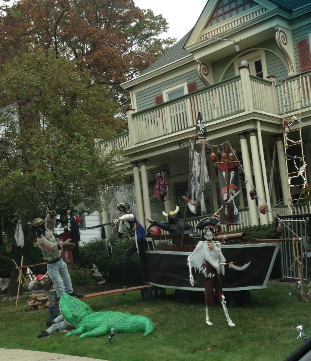 Halloween Outdoor Yard Decorations: 26 Stunning House Halloween Decorations Ideas